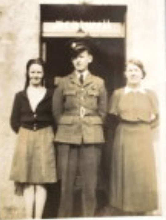 Ian Nicholson Davidson with sister and aunt